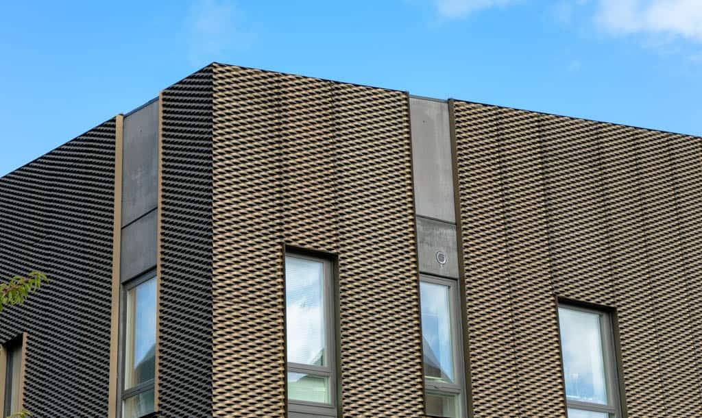 Fladt tag på hus med vedligeholdelsesfri facade