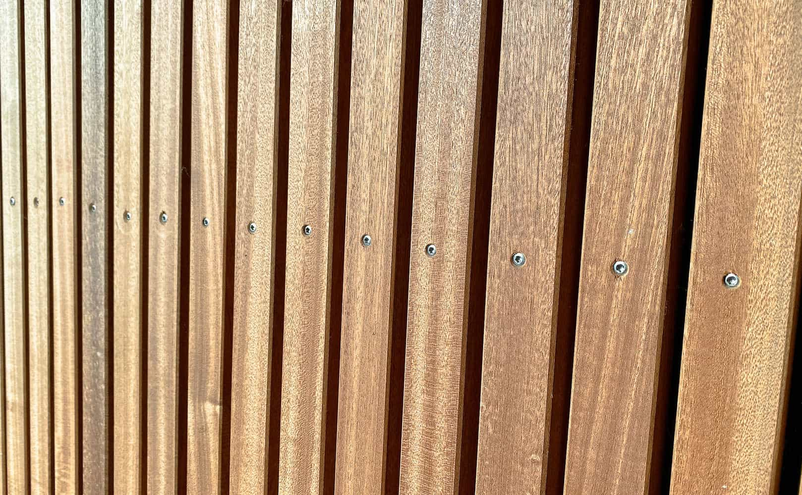 cedertræ som beklædning på facade