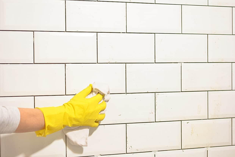 rengøring inden maling af fliser