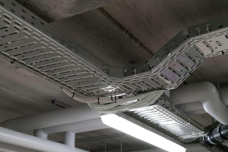 ledninger i bakker lavet af elektriker
