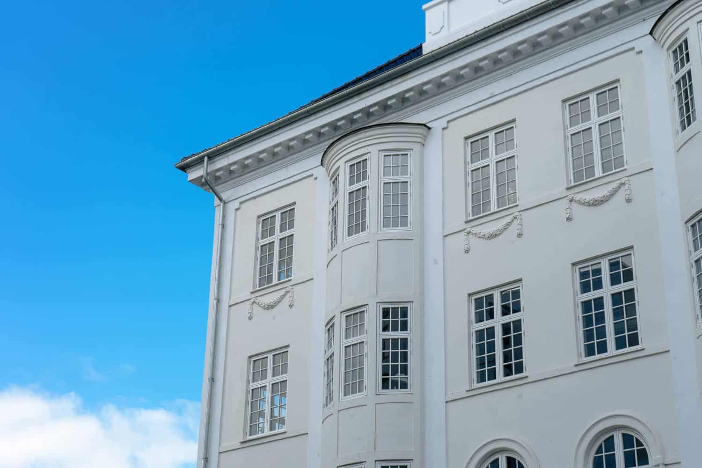 Nye vinduer i flot lejlighedskompleks