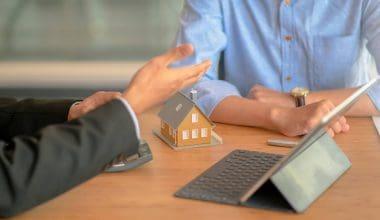 Forsikringsmedarbejder fortæller om boligforsikring