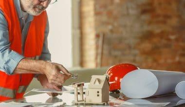 byggesagkyndig gennemgår hus