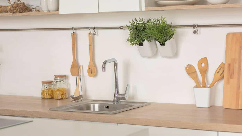 Køkken der skal skifte til ny køkkenbordplade